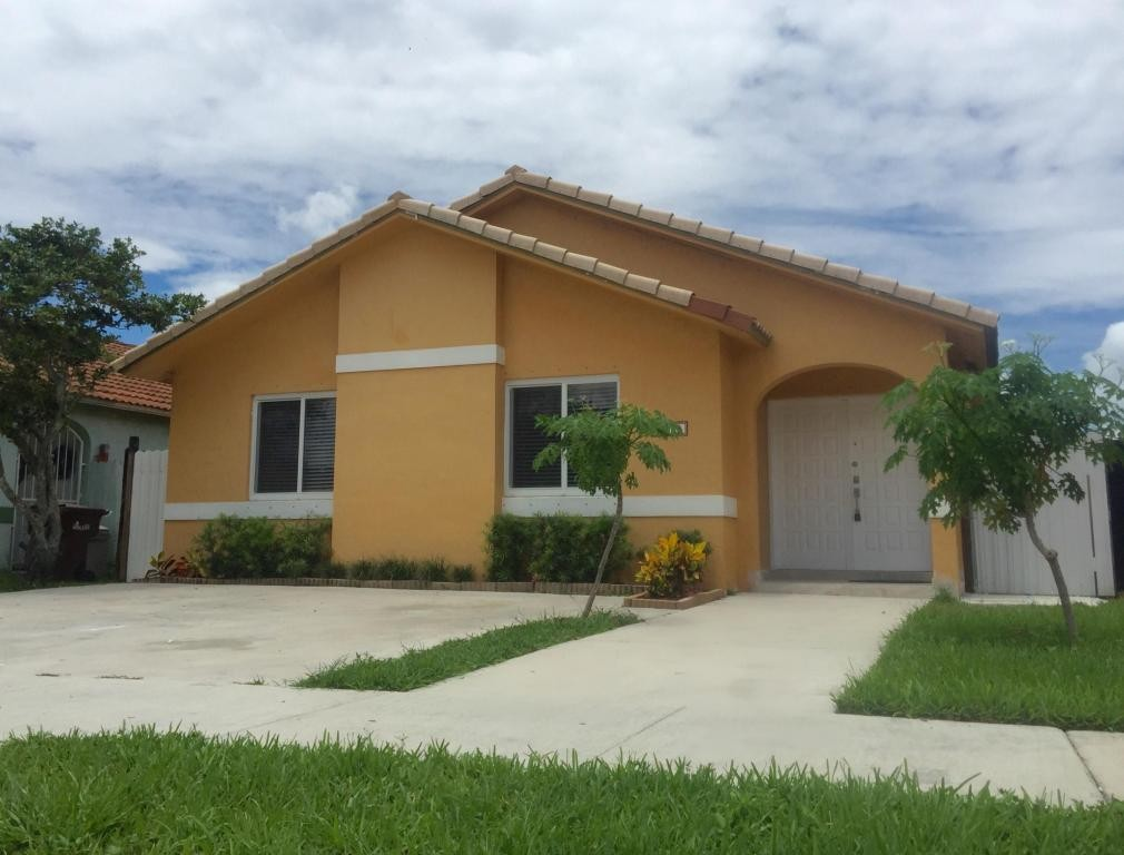 6913 W 24th Ln Hialeah Fl 33016 3 Bedroom Apartment For Rent For 2 200 Month Zumper