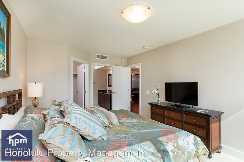 elegant 2 bedroom 2 bath in prime waikiki location available may 1 to