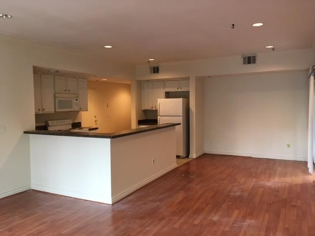 8455 De Longpre Avenue West Hollywood Ca 90069 2 Bedroom Apartment For Rent Padmapper