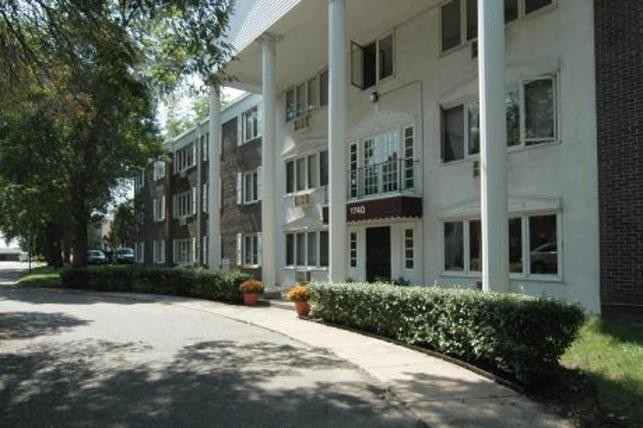 Larpenteur Manor Apartments