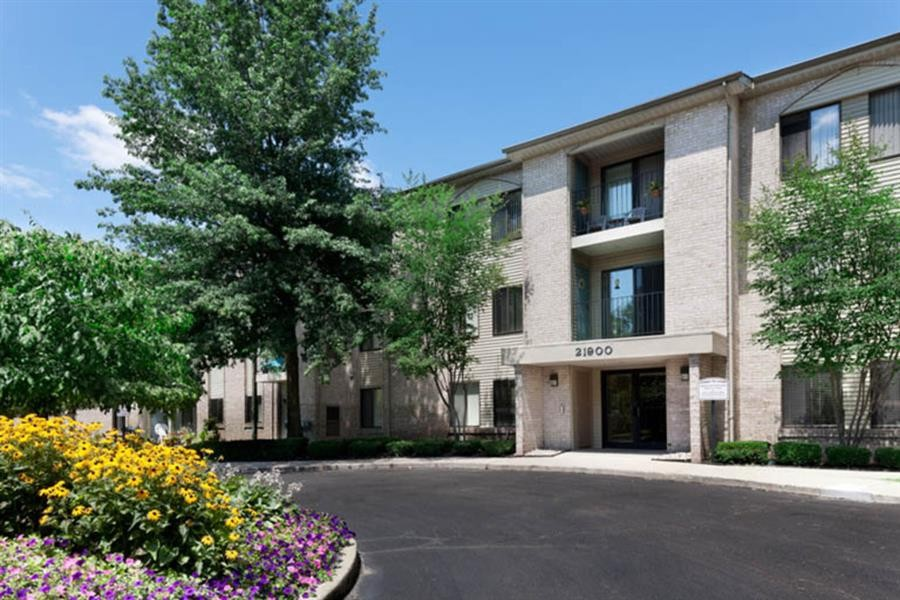 Farmington Oaks Apartments