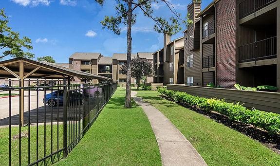 Foxboro Apartments  South Drive Houston Tx