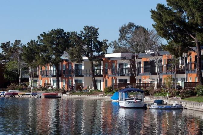 Water's Edge Apts Waterfront Views in Foster City
