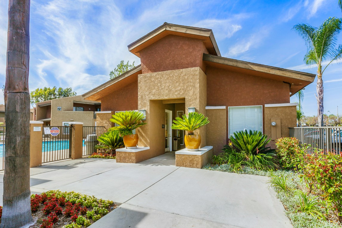 139 Apartments in Santa Ana, CA (AVAIL now)