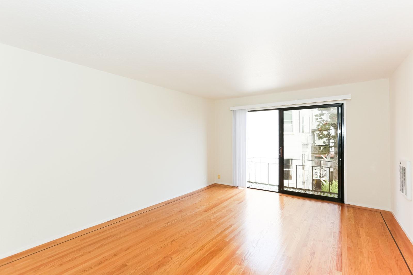 2038 DIVISADERO Apartments
