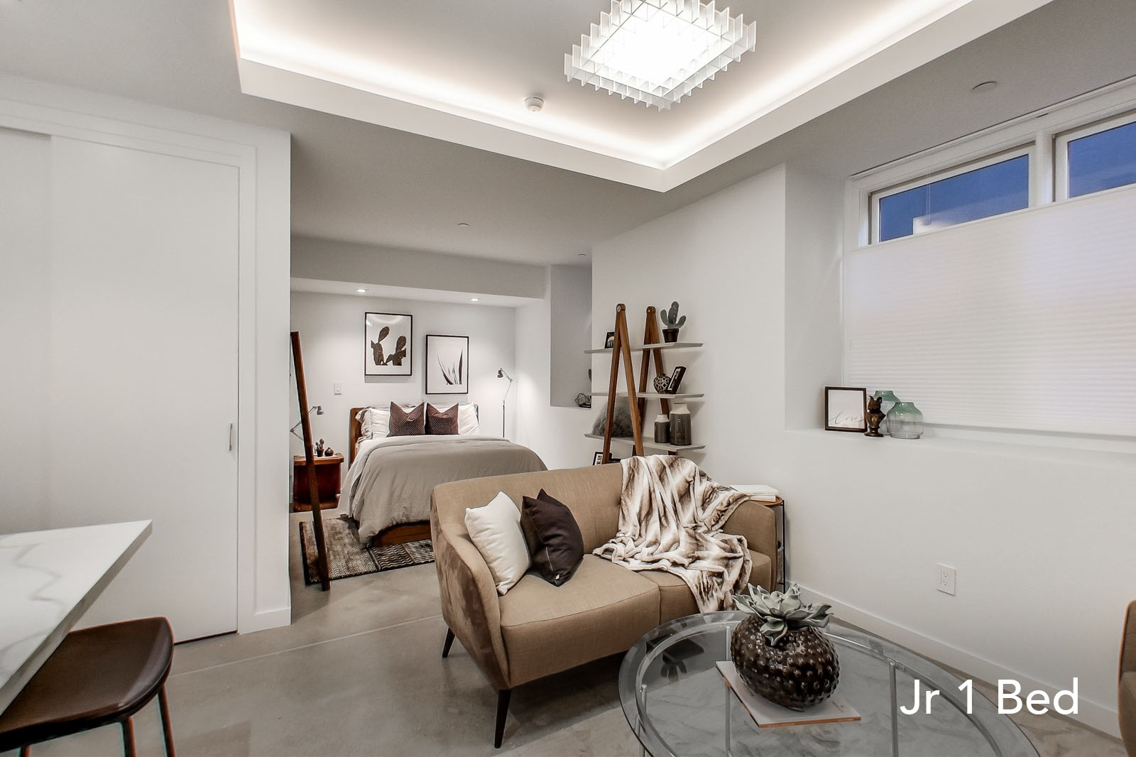 735 TAYLOR Apartments