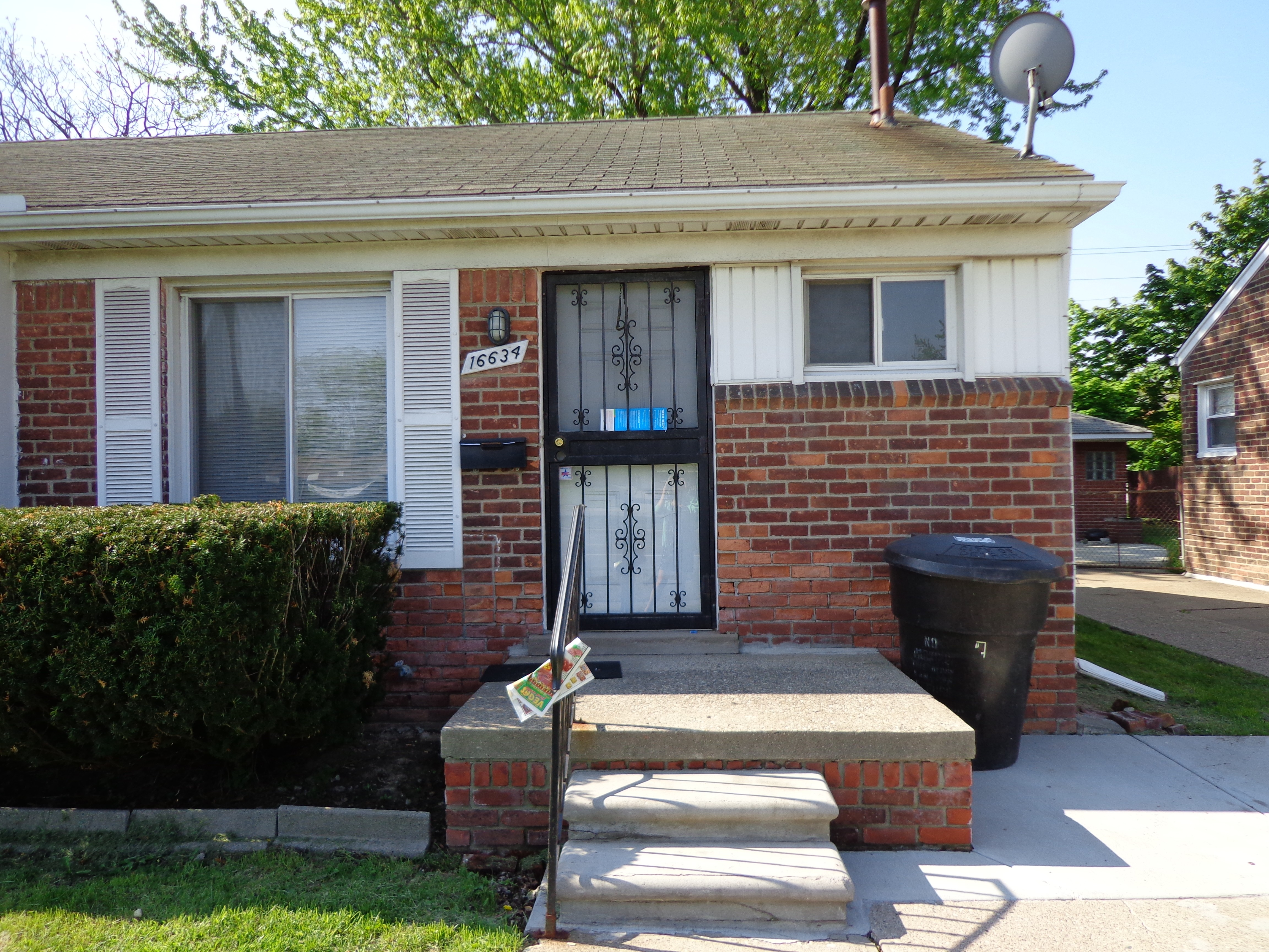 16634 W 8 Mile Rd Detroit Mi 48205 1 Bedroom Apartment For Rent For 500 Month Zumper