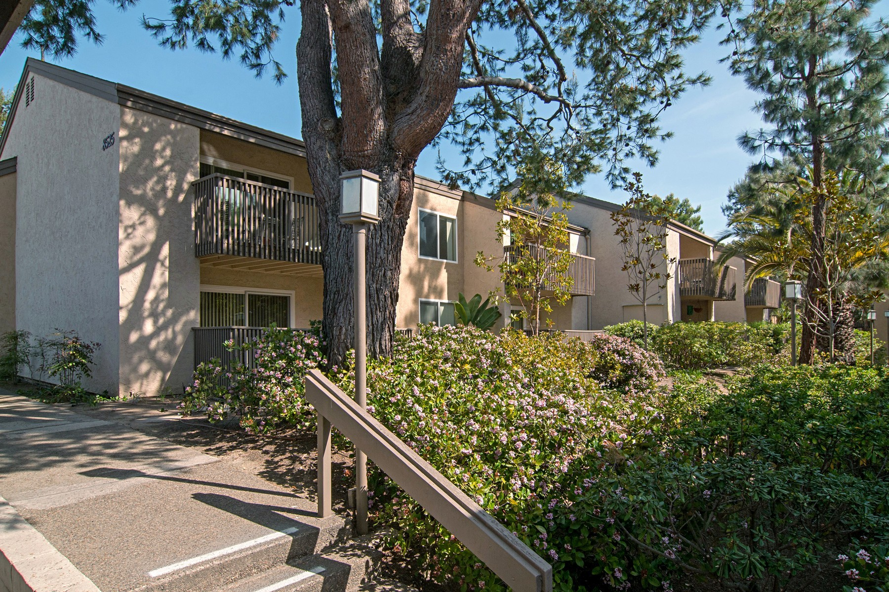 8525 villa la jolla dr h san diego ca 92037 1 bedroom - One bedroom condos for sale in san diego ...