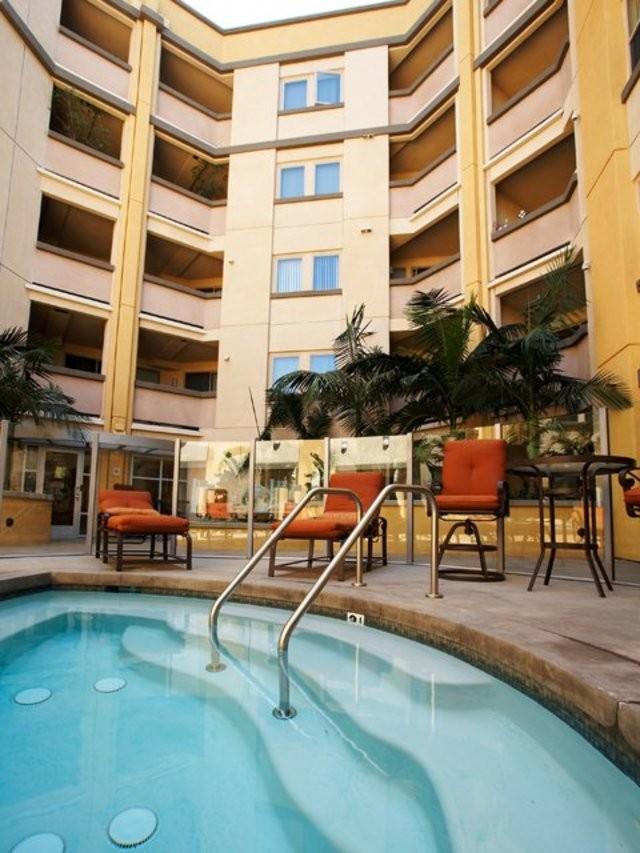 Apartments Near Wilshire Blvd