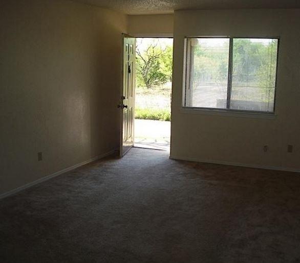 1610 E McKinney St, Denton, TX 76209