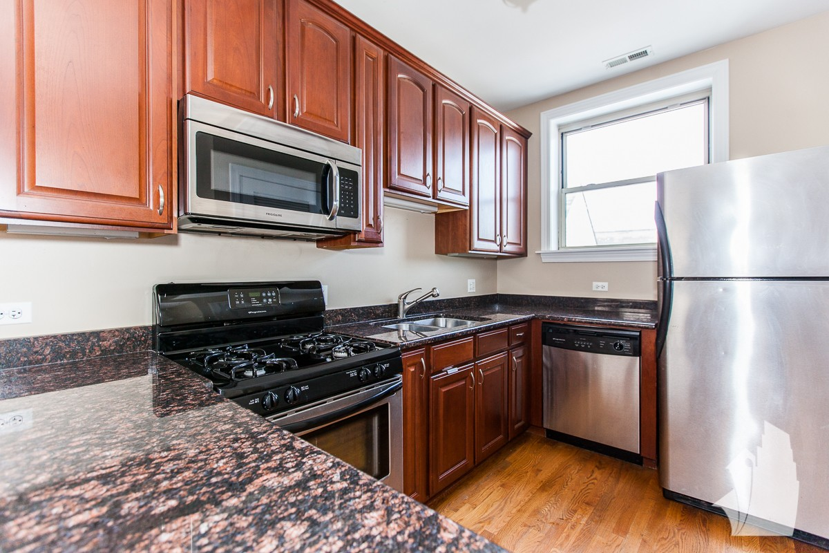 1518 West Waveland Avenue #3, Chicago, IL 60613 2 Bedroom