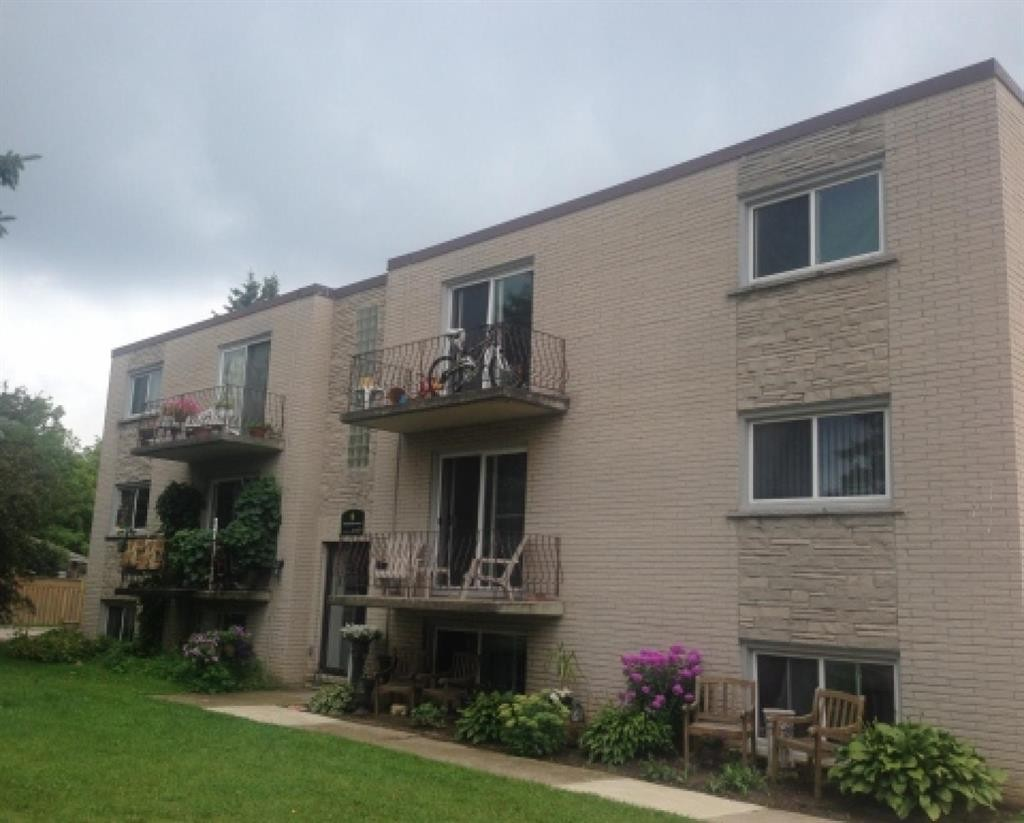 11 Manhattan Ct Guelph ON N1E 3W1 3 Bedroom Apartment