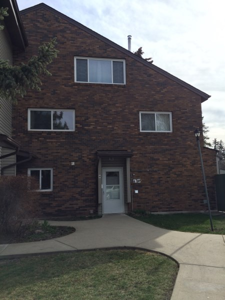 28 Meadowlark Village Nw Edmonton Ab T5r 4m7 3 Bedroom Apartment For Rent For 1 295 Month