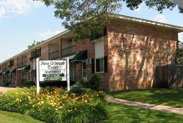 New Orleans Court Apartments & Townhomes