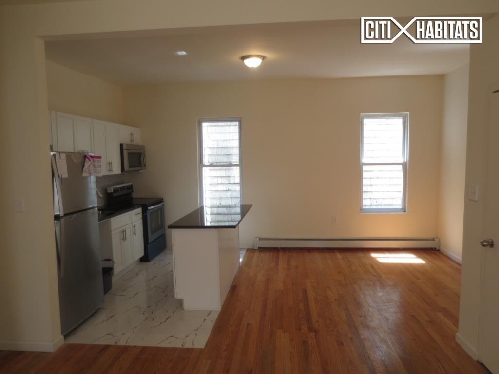 2704 Bainbridge Ave 2 Bronx Ny 10458 3 Bedroom Apartment For Rent Padmapper